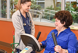 Los pacientes hacen actividad física con el programaHeather Schols Cardiac Rehabilitation